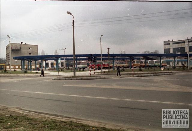 Suwalski dworzec autobusowy przy zbiegu ulic Utrata i Przytorowa. Lata 90. XX w.