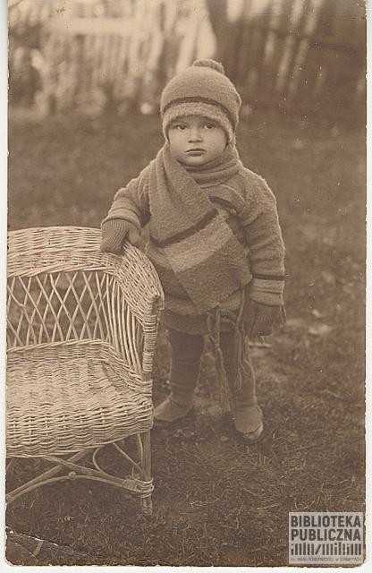 Lech Nowikowski u rodziny w Wiżajnach, 1930 r.