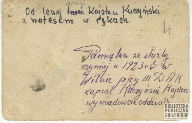 Zdjęcie z okresu służby Kajetana Kuczyńskiego w Wilnie w III DAK (3. Dywizjon Artylerii Konnej)  - 1923 r.  Kajetan Kuczyński stoi jako drugi od lewej strony, trzyma notes.  Przekazał pani Ryta Mitros (z d. Kuczyńska) - córka
