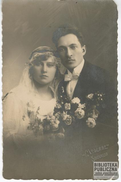 Helena (z Majewskich) i Kajetan Kuczyńscy - zdjęcie ślubne wykonane w 1925 r. Fotografia ze zbiorów pani Ryty Mitros (z d. Kuczyńskiej).