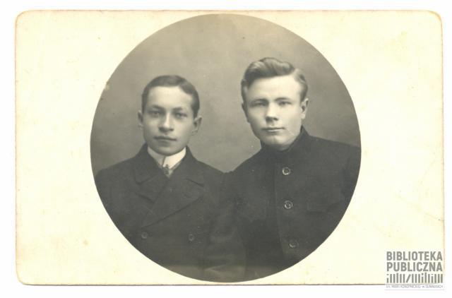 Kajetan Kuczyński z kolegą (Griszą). Fotografia wykonana podczas pobytu w Samarze nad Wołgą, w okresie I wojny światowej. Ze zbiorów pani Ryty Mitros.