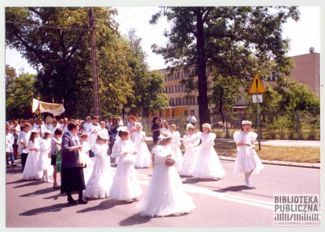 Suwałki, ulica Sejneńska. Uroczystość Najświętszego Ciała i Krwi Chrystusa pot. zwana Boże Ciało, procesja.