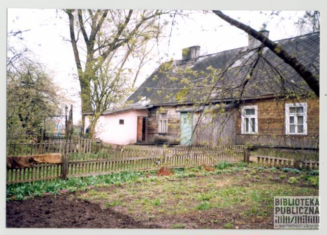 Suwałki, fragment posesji nr 5 przy ulicy Szkolnej (1999 r.). Ze zbiorów Marii Sieniewicz.